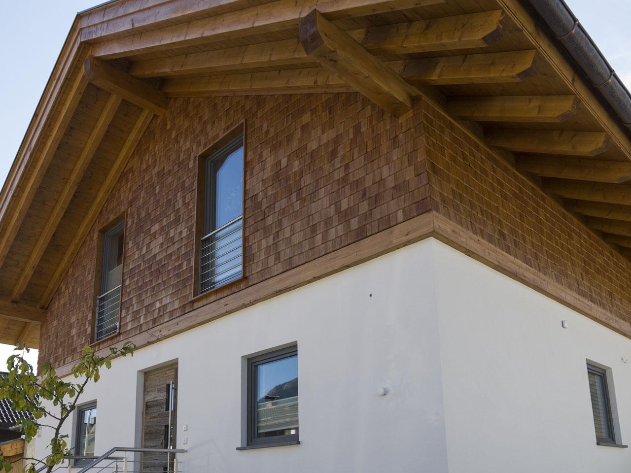 Einfamilienhaus Mit Einer Fassade Aus Holzschindeln Zimmerei