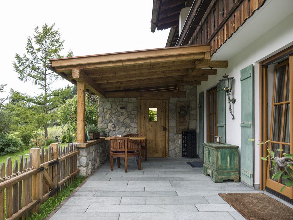 terrassen berdachung aus gehacktem retro l rchenholz zimmerei maurer garmisch partenkirchen. Black Bedroom Furniture Sets. Home Design Ideas