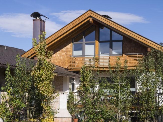 Fassade Einfamilienhaus einfamilienhaus mit einer fassade aus holzschindeln zimmerei